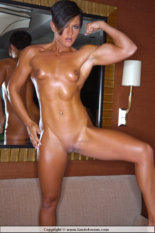 Naked female bodybuilder Venus - FemalemuscleXposed