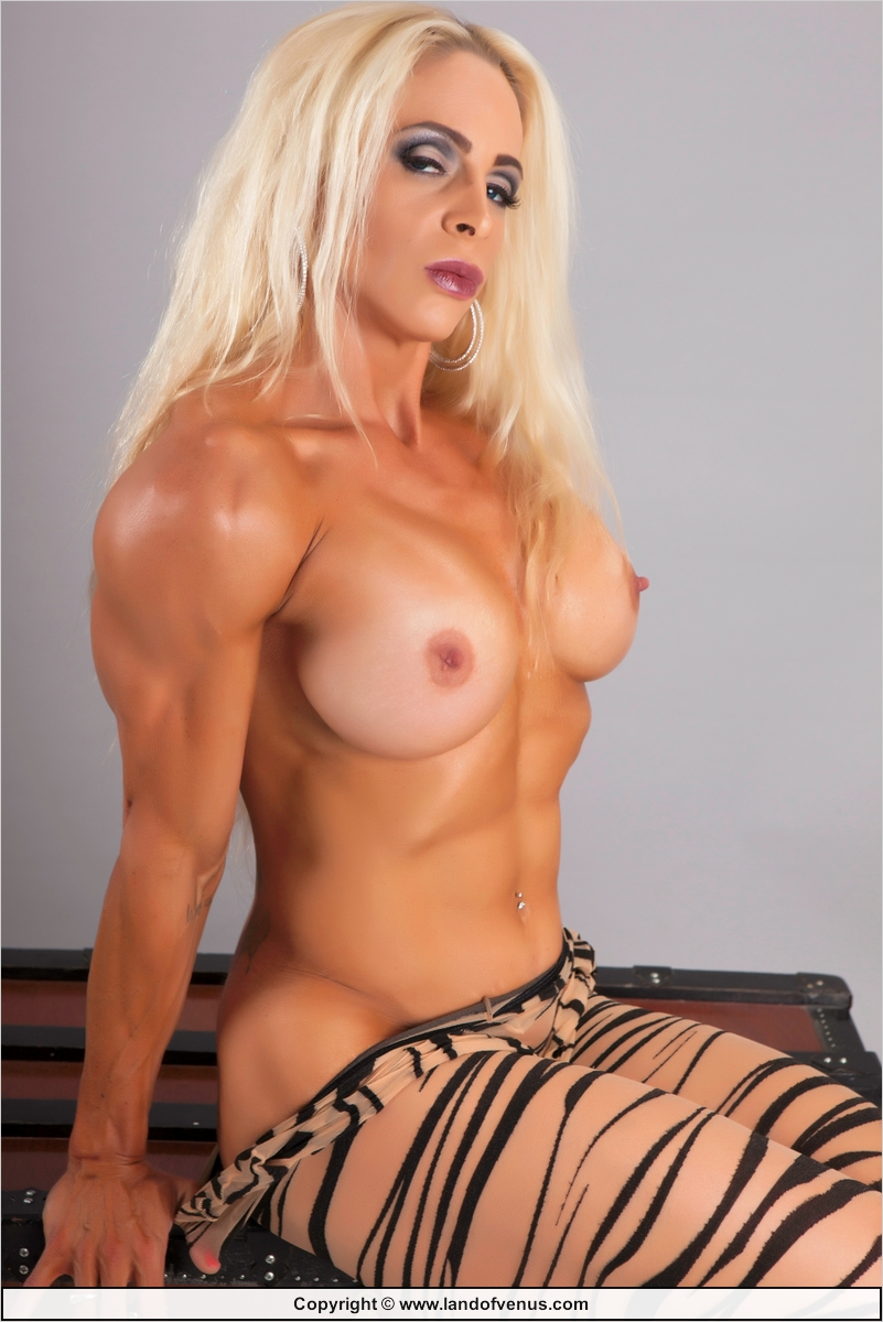 Female bodybuilder jill jaxen gets naked 1