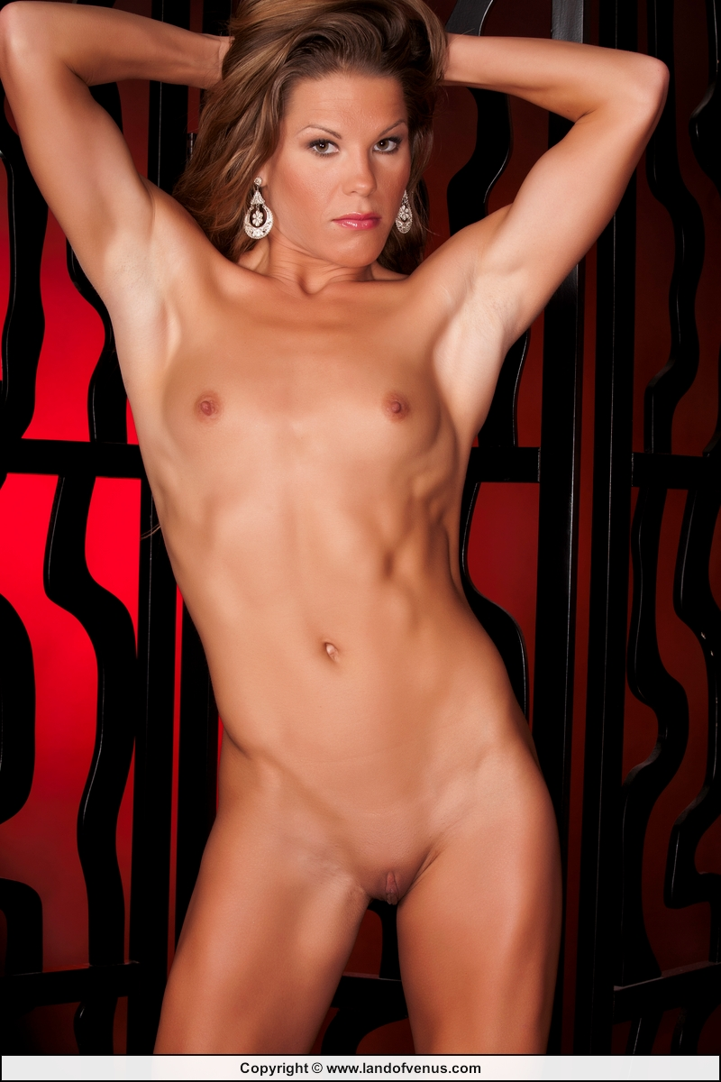 PHOTO FEMALE BODYBUILDER NUDE sorry, not